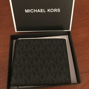 Gorgeous Michael Kors Jet Set Wallet❤️